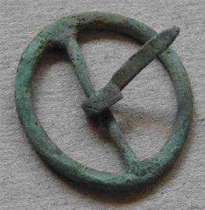Metallsonden fund: Schnalle mit grüner Patina