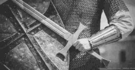 Schwerter und Dolche