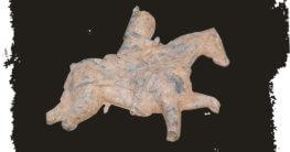 Zinnfiguren und Bleisoldaten: Beschädigter Bleisoldat auf einem Pferd